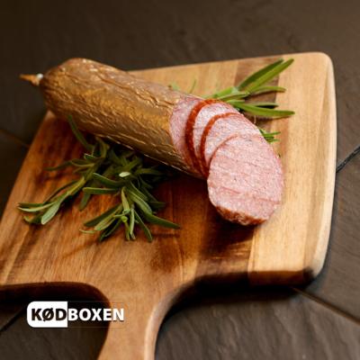 Slagterens valnøddespegepølse 370-400 gram.